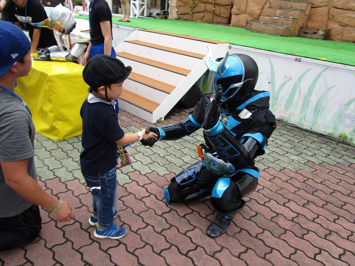 スペクターと握手