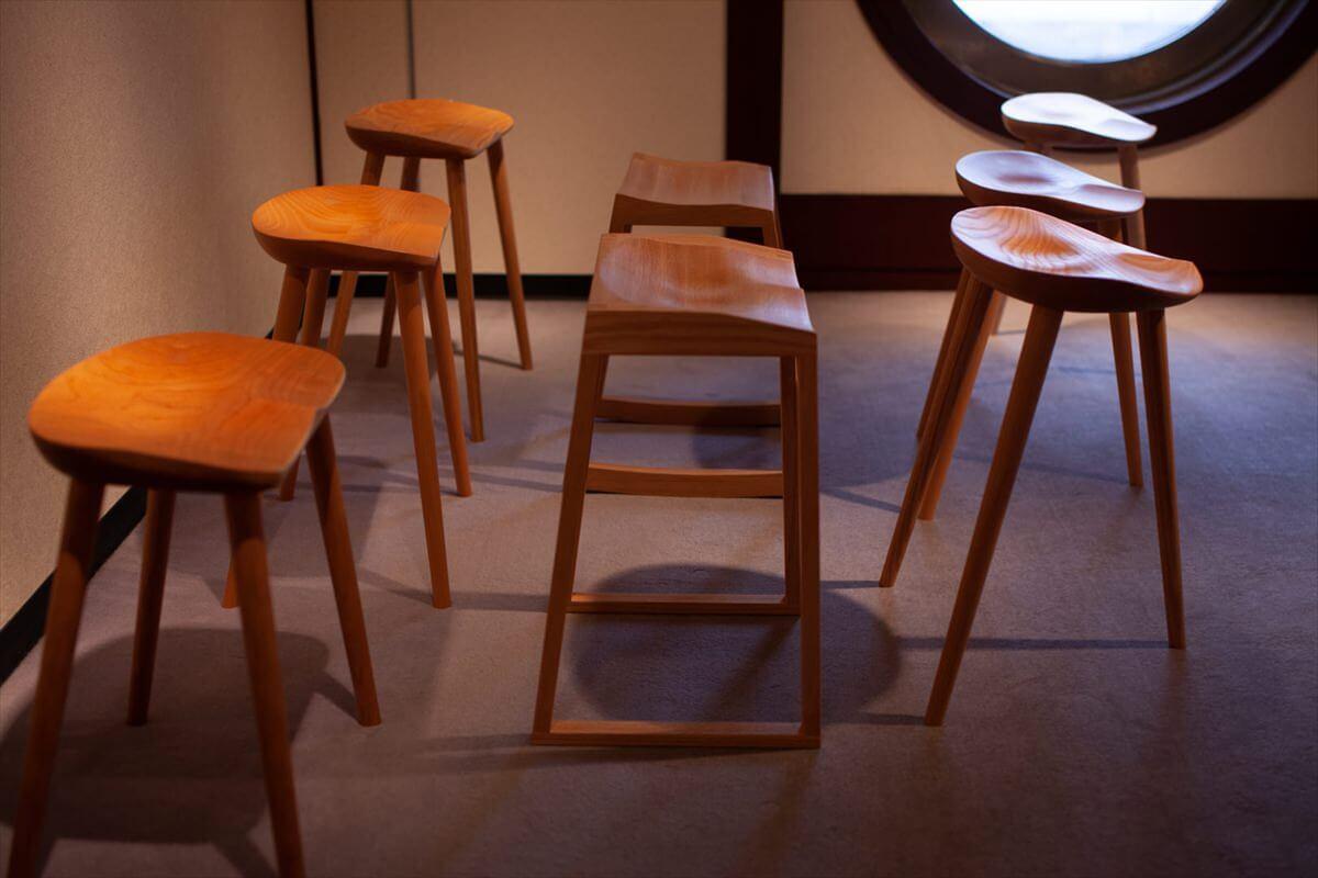 長時間のデスクワーク、作家ワーク、座っての演奏、ものづくり作業に、骨盤が正常な位置に戻る魔法の椅子。