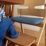 トヨモクの子ども用椅子『アップライト』